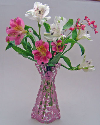 Pink_flower_vase_with_flowers_s.jpg